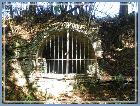 La Pomarède l`ancien puits du village