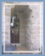 La Pomarède le château Passage d` homme d`armes